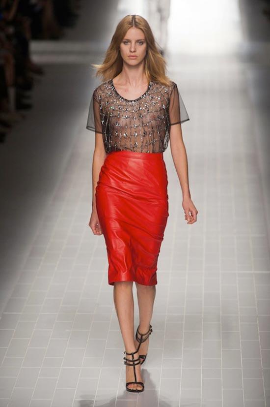 красная кожаная юбка