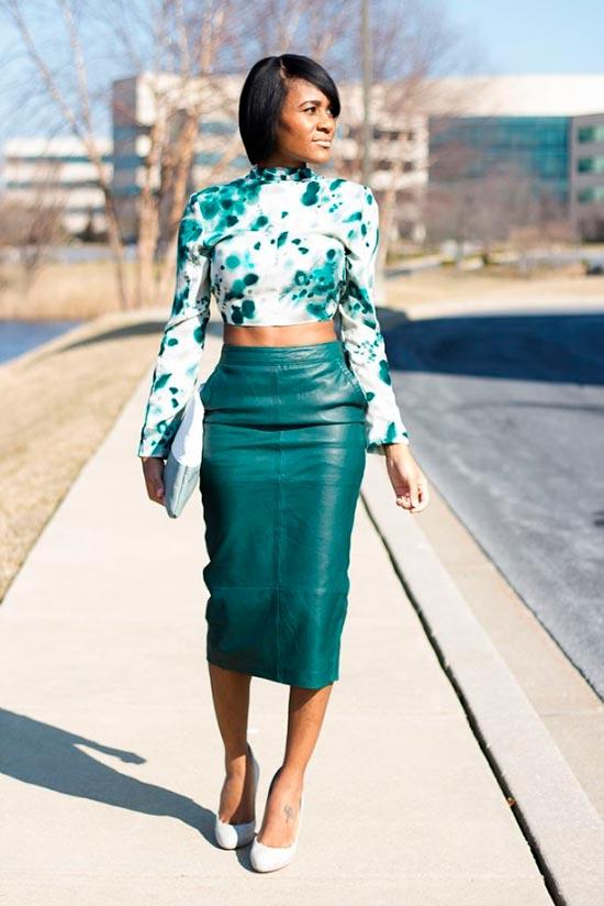 фото зеленая кожаная юбка