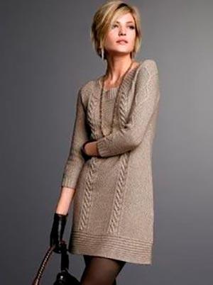 бежевое вязаное платье с чем носить