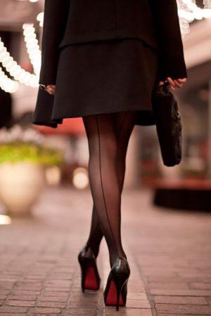 черное платье с колготками