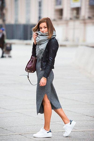 серое вязаное платье миди фото