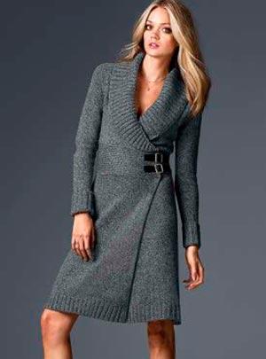 серое вязаное платье офисный стиль