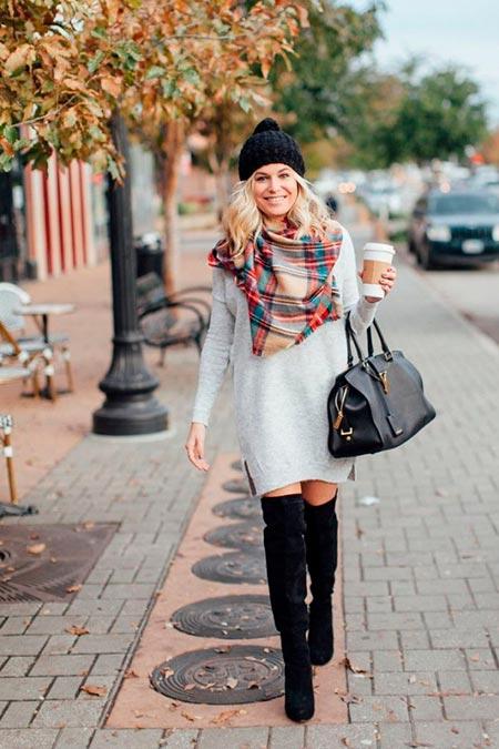 светлое платье свитер