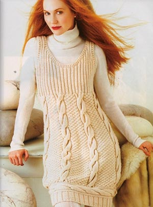 светлое вязаное платье
