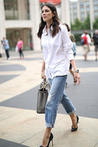 Рубашка со светлыми джинсами бойфрендами фото