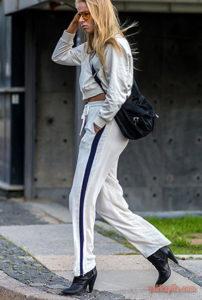 Белые спортивные штаны под каблук - фото