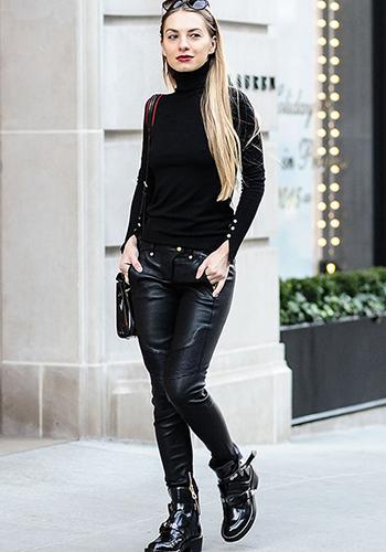 Кожаные брюки с водолазкой фото