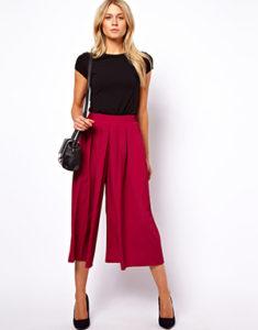 Яркие красные брюки кюлоты фото