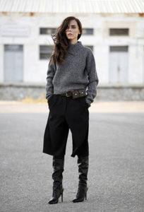 Чёрные брюки кюлоты под свитер фото