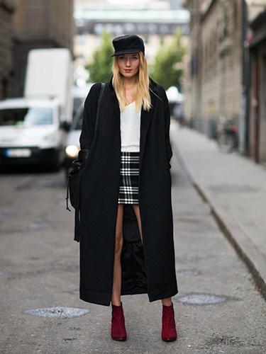 Чёрное пальто оверсайз фото