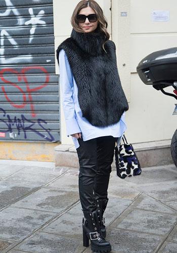 Кожаные брюки под меховую жилетку фото