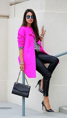 Яркий образ с кожаными штанами фото