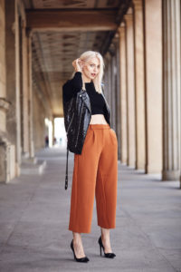 Широкие укороченные брюки фото