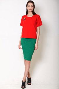 Зелёная юбка с красной футболкой фото