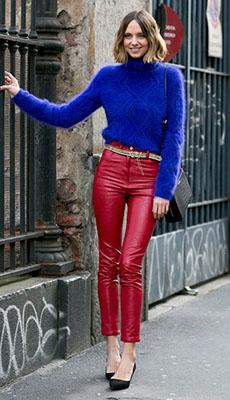 Красные кожаные брюки фото
