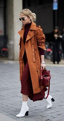 Пальто оверсайз с белыми ботинками фото