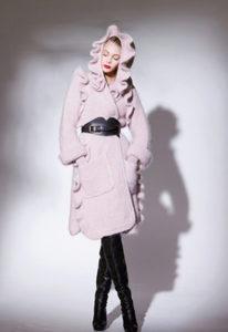 Пальто оверсайз розового цвета фото