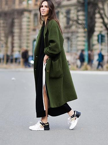 Зелёное широкое пальто оверсайз фото