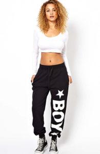Чёрные спортивные штаны на резинке - фото