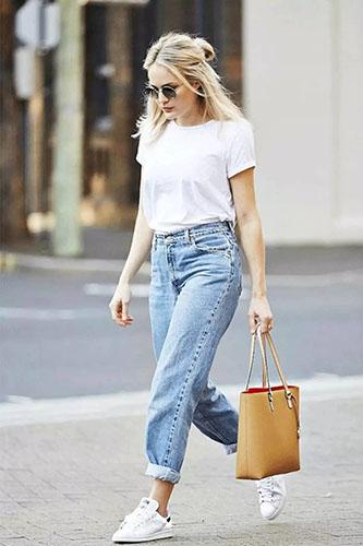 Светлые джинсы бойфренды фото