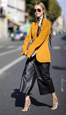 Широкие кожаные штаны фото