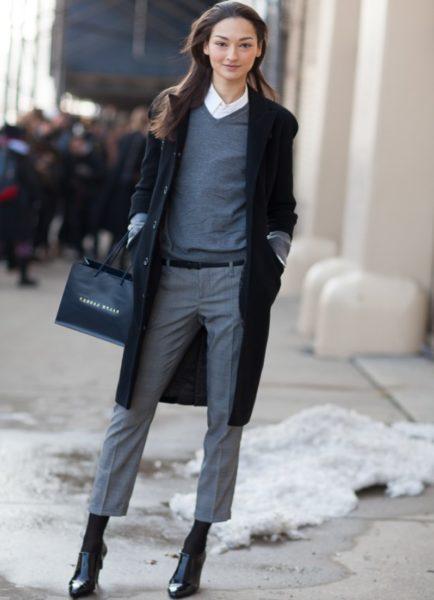 Укороченные брюки с чёрным пальто фото