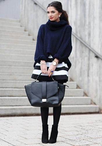 Широкий свитер оверсайз фото
