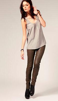 Кожаные брюки тёмно-коричневого цвета фото