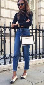 Синие укороченные джинсы фото