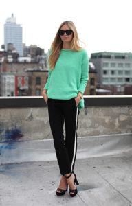 Чёрные спортивные штаны с боссоножками - фото