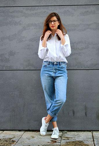 Голубые джинсы бойфренды фото