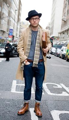 Светлое мужское пальто фото