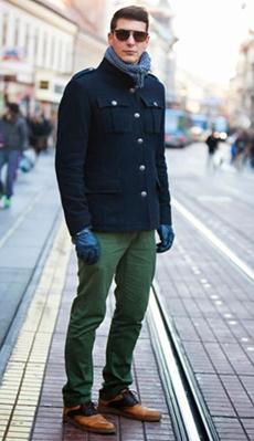 Мужское пальто под зелёные штаны фото
