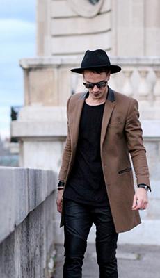 Лёгкое мужское пальто фото