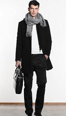 Чёрное мужское пальто с шарфом фото