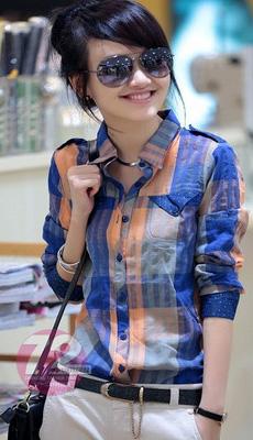 Яркая клетчатая рубашка фото