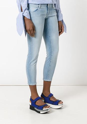 Голубые джинсы скинни фото