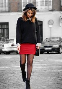 Красная юбка под чёрные колготки фото