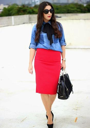 Красная юбка за колено фото