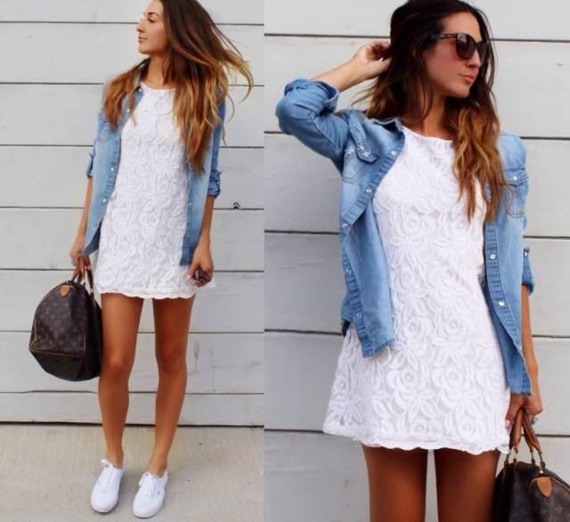 Лёгкая рубашка из джинса под белое платьеце фото