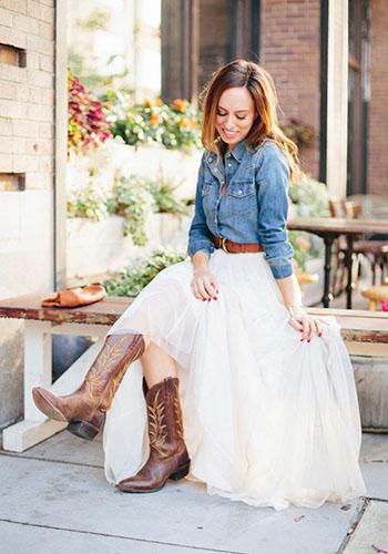 Джинсовая рубашка под пышную белую юбку фото