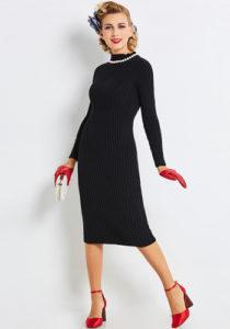 Платье-лапша с красными перчатками фото
