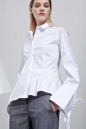 Женственная белая рубашка фото