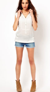 Белая рубашка под короткие шорты фото
