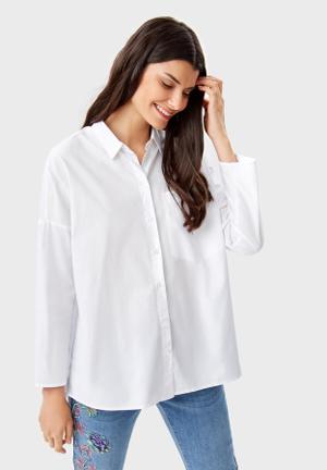 Широкая белая рубашка фото