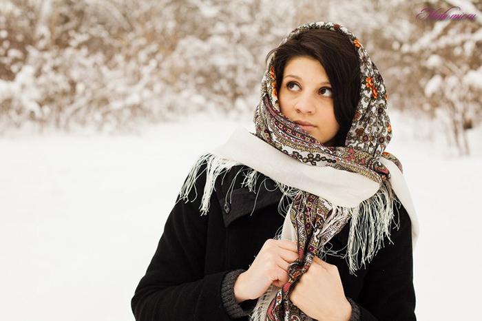 Цветастый палантин зимой фото