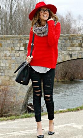 Красный свитер под рваные джинсы фото