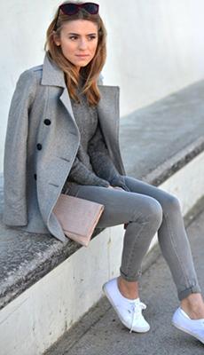 романтический прикид с серыми брюками фото