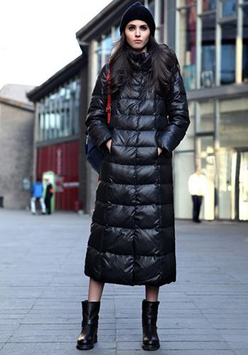Длинный чёрный пуховик для женщин фото