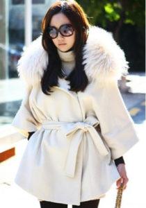Белое меховое пальто фото